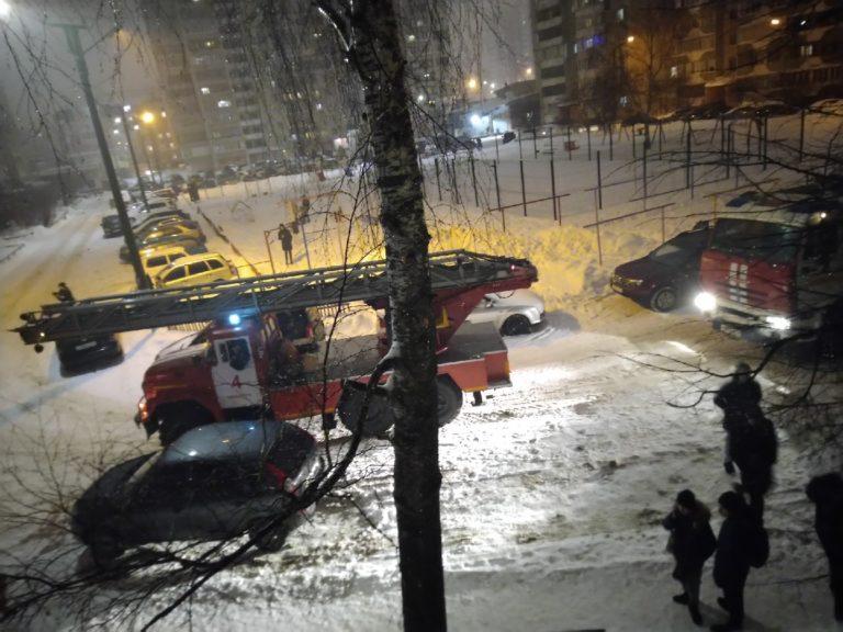 Прямо сейчас горит дом на улице Кирова в Йошкар-Оле