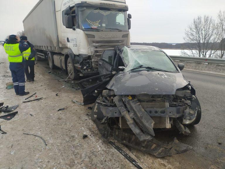 В Марий Эл при столкновении машины Ford Focus с грузовиком погибла пассажирка