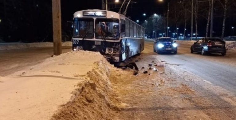 В Йошкар-Оле в аварии с троллейбусом пострадали люди