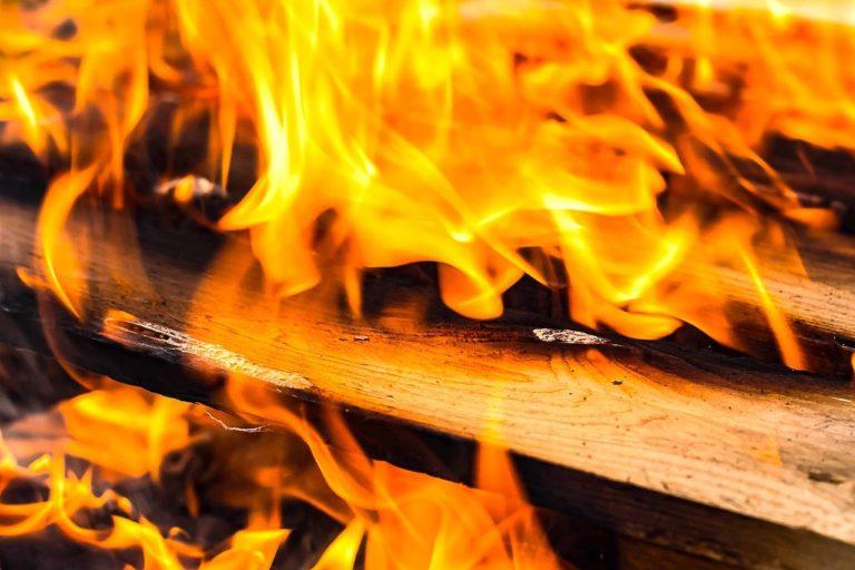 В Марий Эл при пожаре от непотушенной сигареты погибли муж и жена