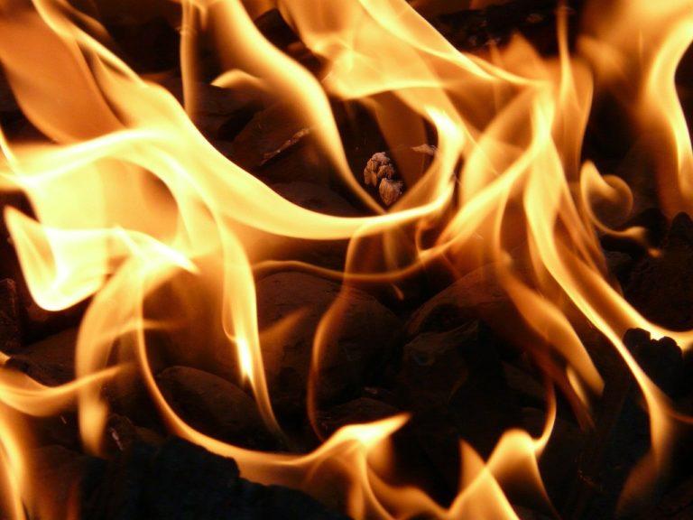 В Йошкар-Оле рабочий получил ожоги, пытаясь потушить пожар