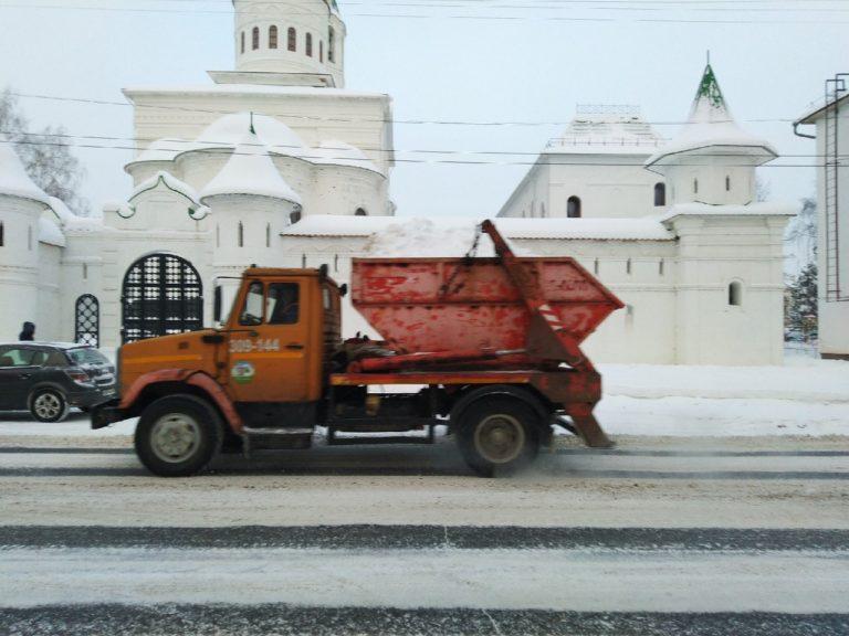 Более 70 единиц техники борются со снегом на улицах Йошкар-Олы