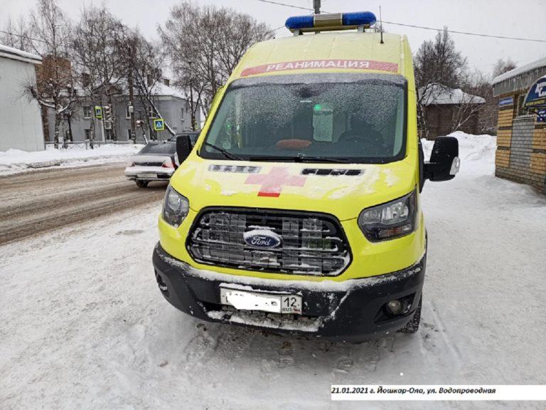 В Йошкар-Оле врач и водитель скорой помощи пострадали в автоаварии