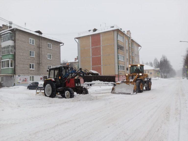 На расчистку улиц Йошкар-Олы от снега выведена вся спецтехника