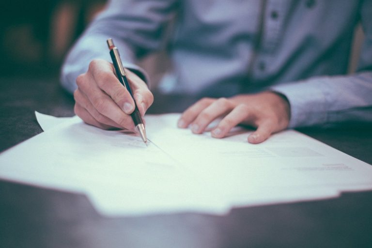 В Йошкар-Оле начальник коммерческого отдела получил 530 тысяч за помощь в заключении договора