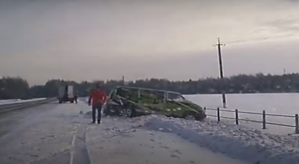 В Марий Эл полицейские помогли водителю вытащить «утонувший» в снегу автомобиль (ВИДЕО)