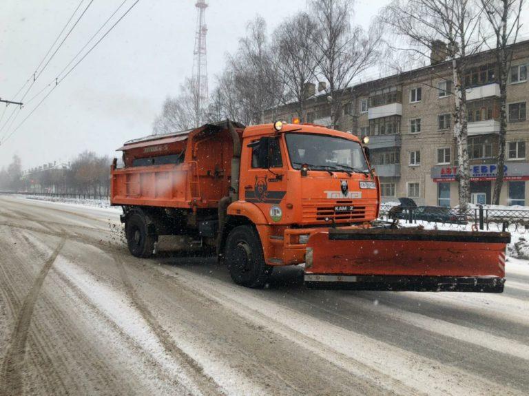 На улицы Йошкар-Олы высыпали 170 тонн пескосоляной смеси