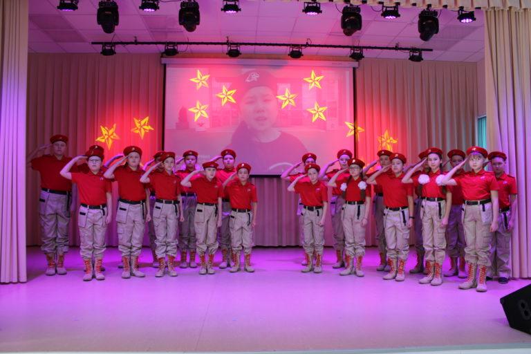 Сегодня в одной из школ Йошкар-Олы состоялась церемония посвящения учеников в юнармейцы