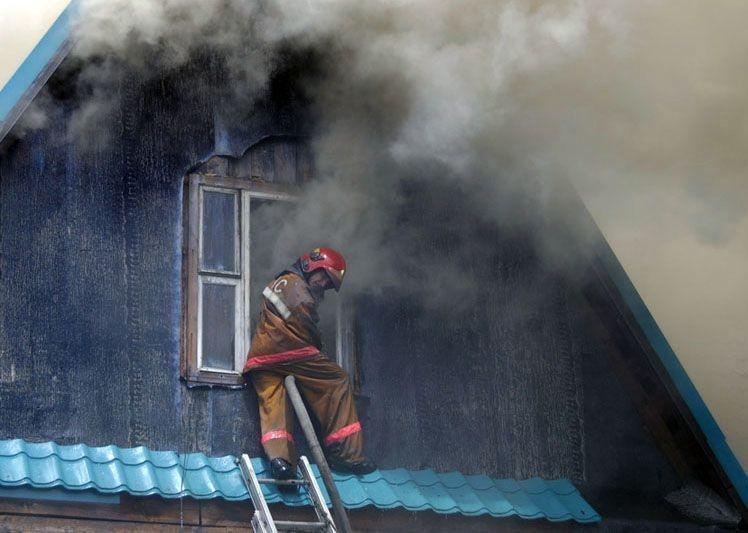 Пожар начался на чердаке частного дома в Йошкар-Оле