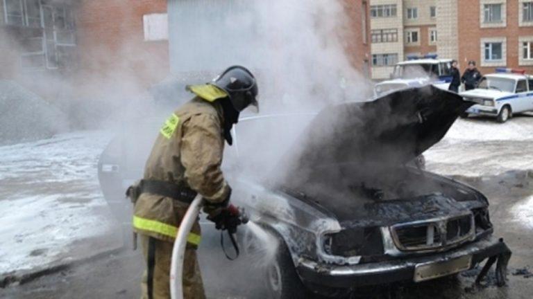 В Йошкар-Оле на улице Советской загорелся автомобиль