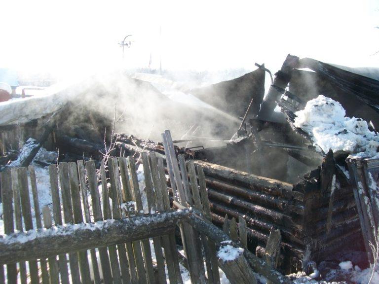 Пожар повредил частное хозяйство в СНТ «Дружба» в пригороде Йошкар-Олы
