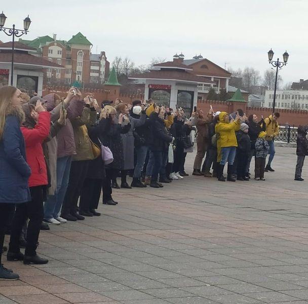 Пассажиры турпоезда из Самары побывали на набережной Брюге в Йошкар-Оле