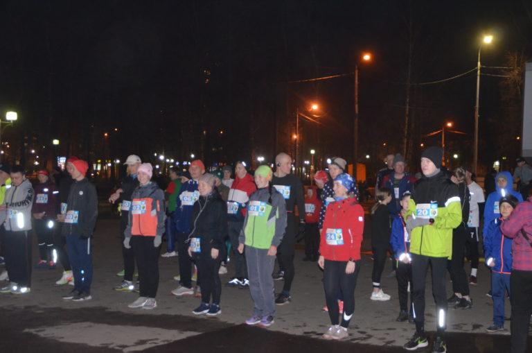 В Йошкар-Оле состоялся ночной забег «Беги и улыбайся как Гагарин!» (ВИДЕО)