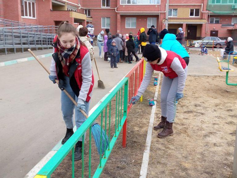 Жители ул. Комсомольской, 86 из Йошкар-Олы вышли на весеннюю уборку своих дворов