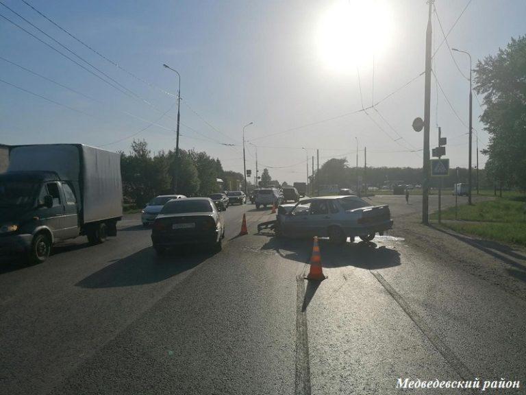 «Пятнадцатая» врезалась в «Мазду» на 9-м км автодороги Йошкар-Ола – Козьмодемьянск