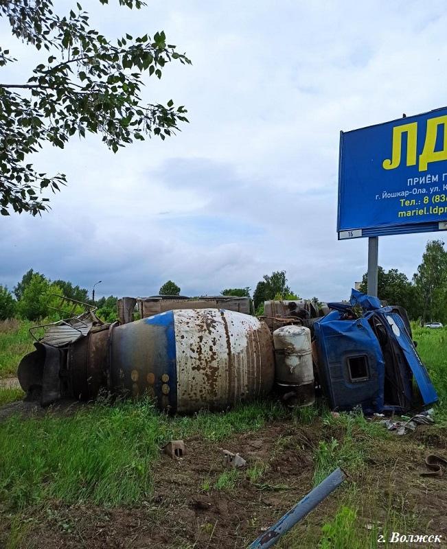 В Марий Эл водитель КамАЗа вылетел с дороги и попал в больницу