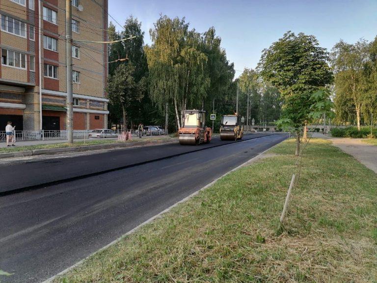 В Йошкар-Оле ремонт улицы Подольских Курсантов не прекращается даже вечером