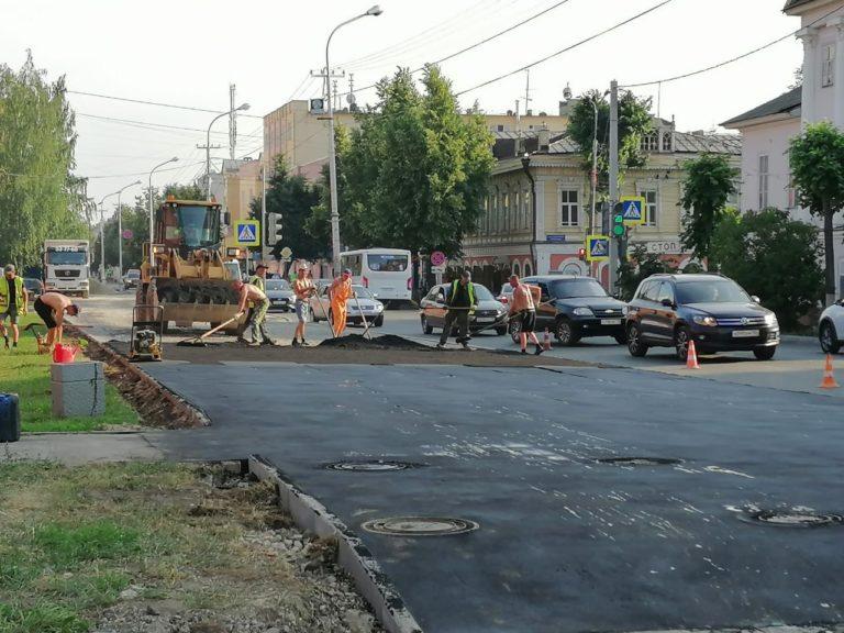 В Йошкар-Оле ремонтируют тротуары на улице Советской