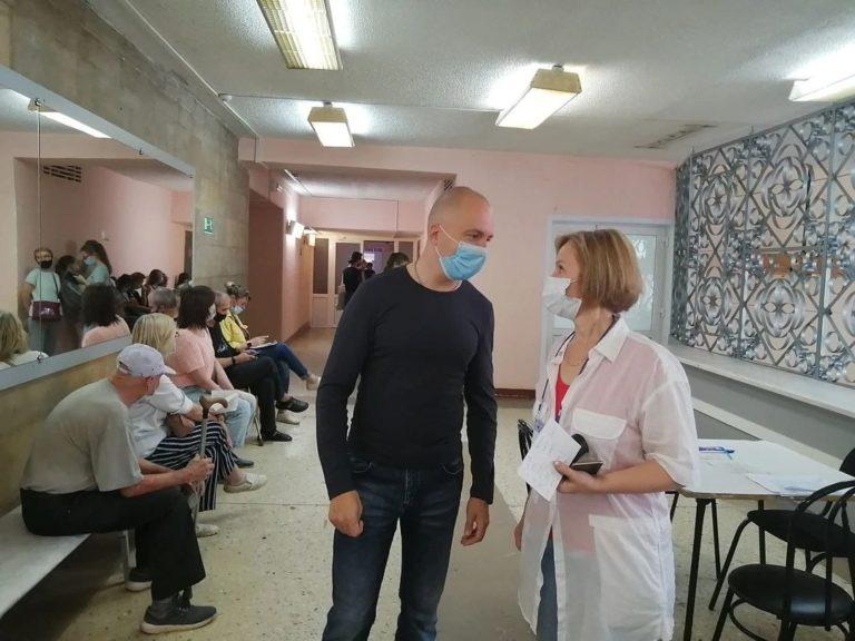 Мэр Йошкар-Олы проверил, как работает открывшийся в городе центр вакцинации