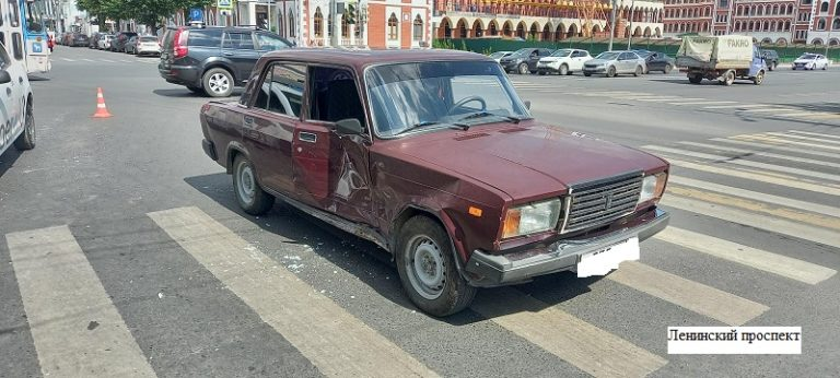 В Йошкар-Оле на перекрестке не разъехались 2 легковушки