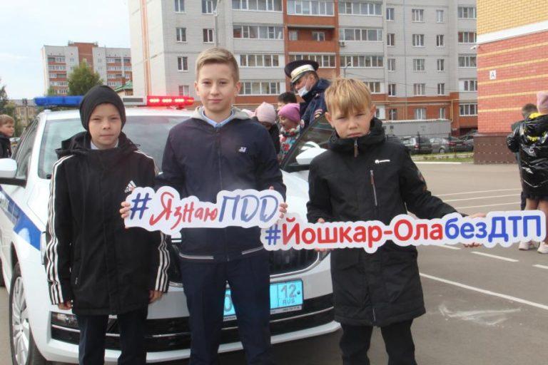 В Йошкар-Оле учеников школы №31 познакомили со Светофором Светофоровичем и… алкотектором