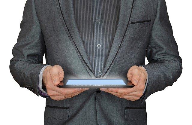 Финансы деньги планшет компьютер