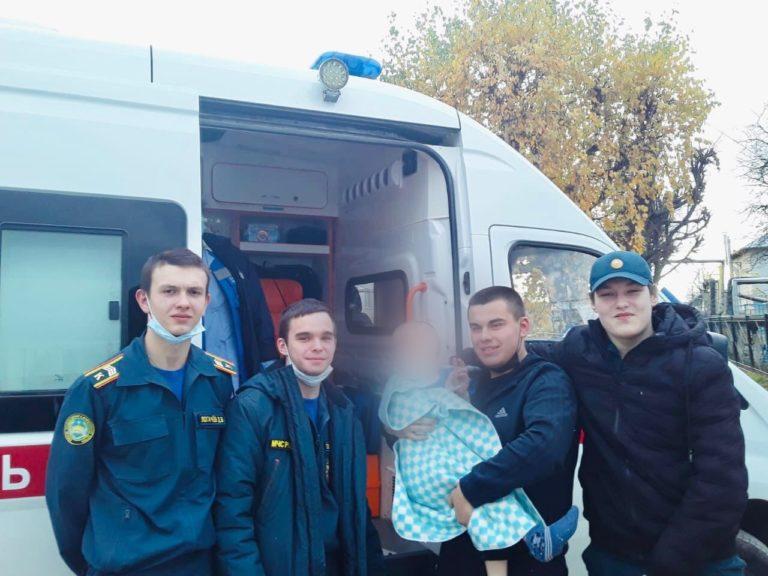 19 октября курсанты-спасатели помогли маленькому мальчику, который замерзал на улице