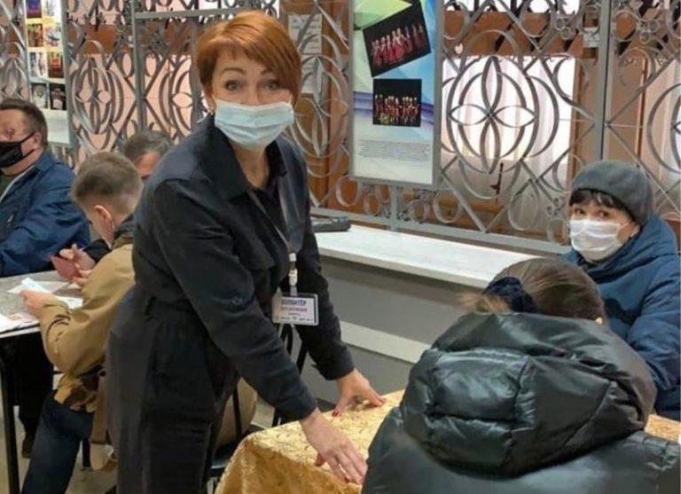 В Марий Эл волонтеры помогают заполнять отчетность и отвечать на вопросы посетителей пунктов вакцинации