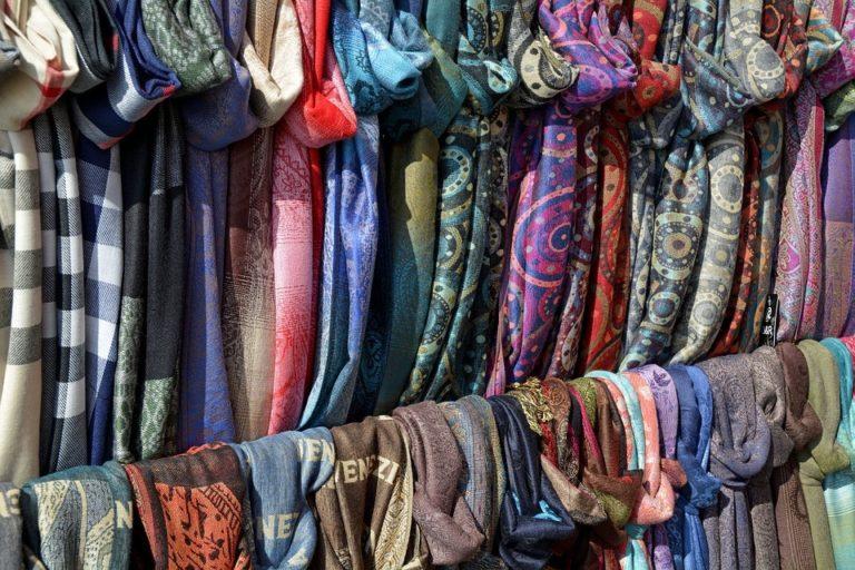 Жительница Йошкар-Олы лишилась 4 тысяч рублей при покупке платков через интернет